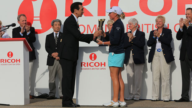 Stacy Lewis receives the trophy from Zenji Miura