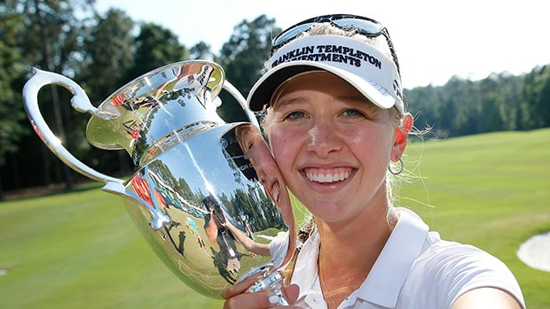 Jessica Korda takes a selfie of herself on the 18th green after winning the Airbus LPGA Classic presented by JTBC