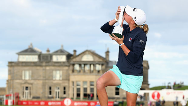 Stacy Lewis kisses the trophy on the Swilcan Bridge