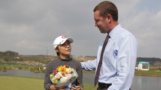 Mi Hyun Kim received flowers from LPGA Commissioner Mike Whan