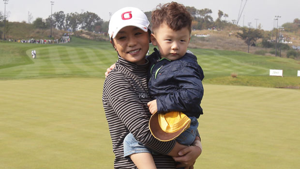 Mi Hyun Kim with her son after the final round of KEB-HanaBank Championship