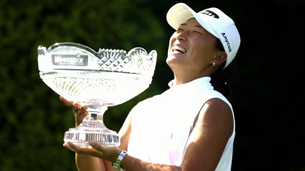 Se Ri Pak with winner's trophy 2001.