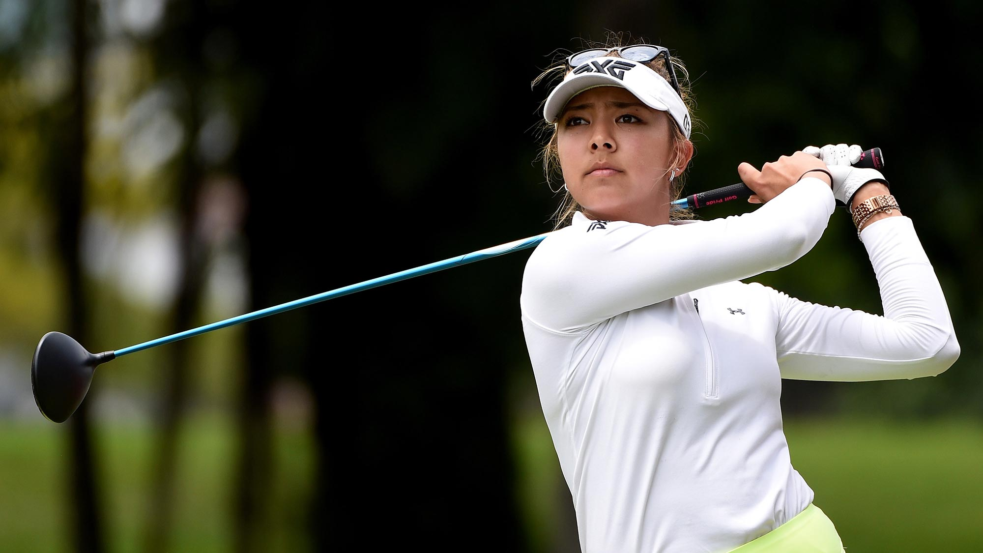 American Lee leads in Korea as rivals falter