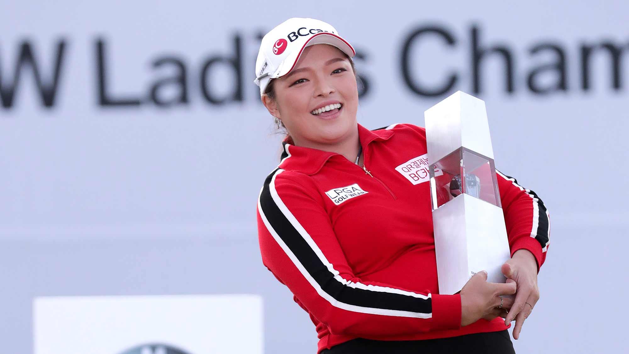 Defending champion Ha Na Jang
