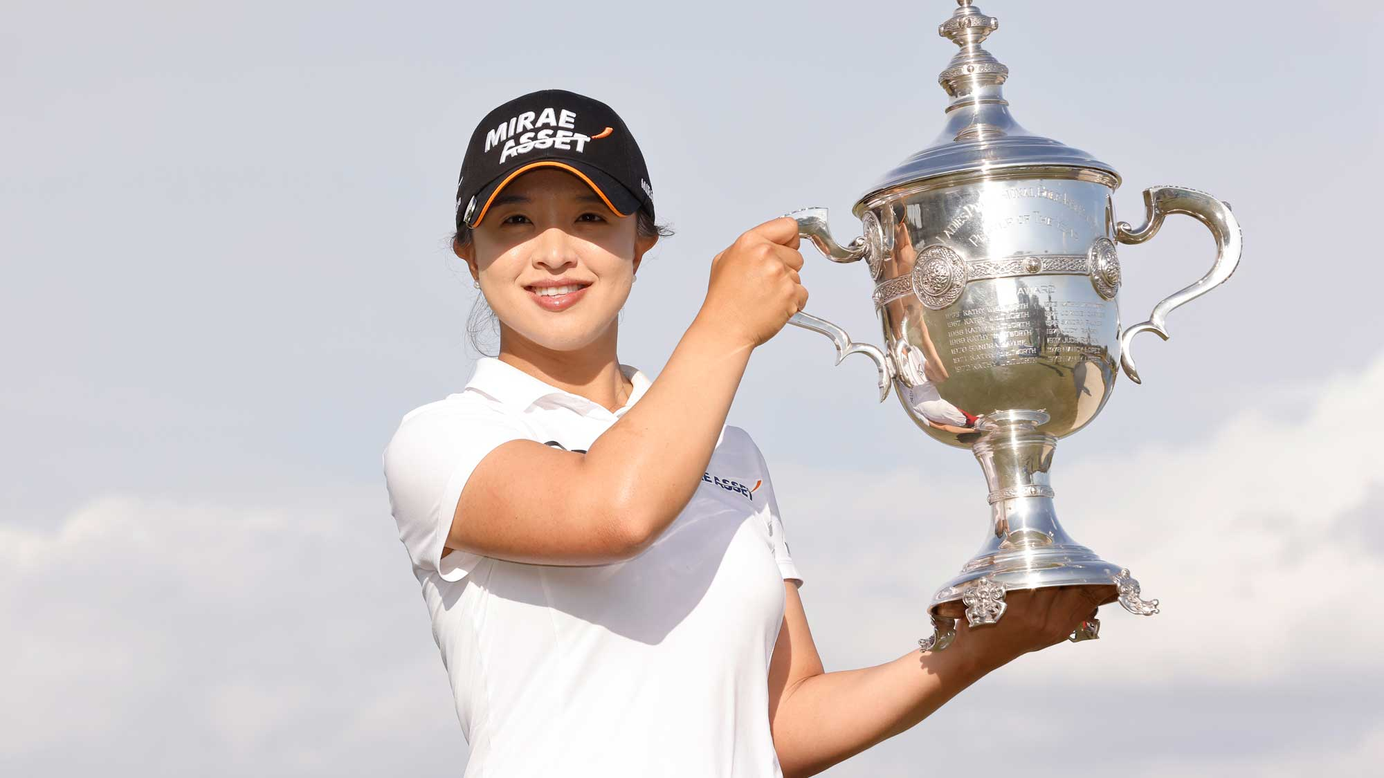 Sei-Young Kim of Korea poses with the Rolex Player of the Year trophy after the final round of the CME Group Tour Championship