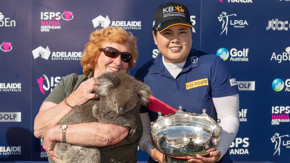 Inbee Park poses with koala at the 2020 ISPS Handa Women's Australian Open