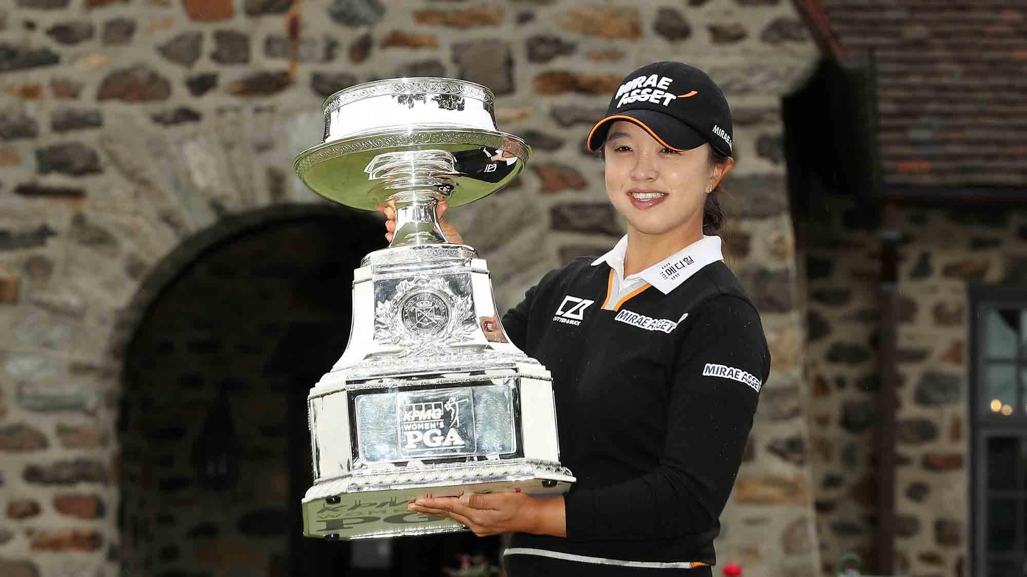 Defending champion Sei Young Kim
