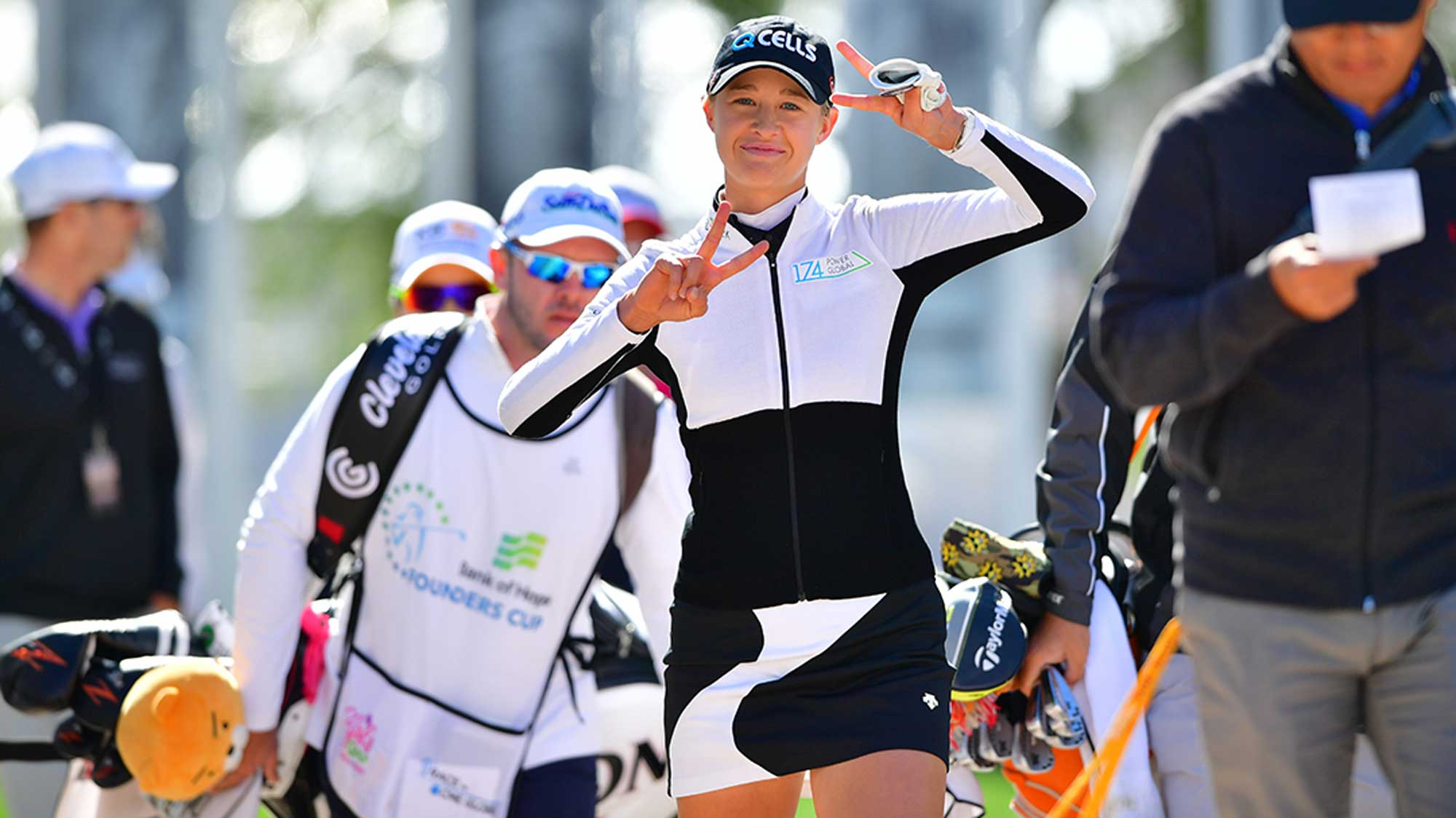 Nelly Korda Gives the Peace Sign at Founders Cup