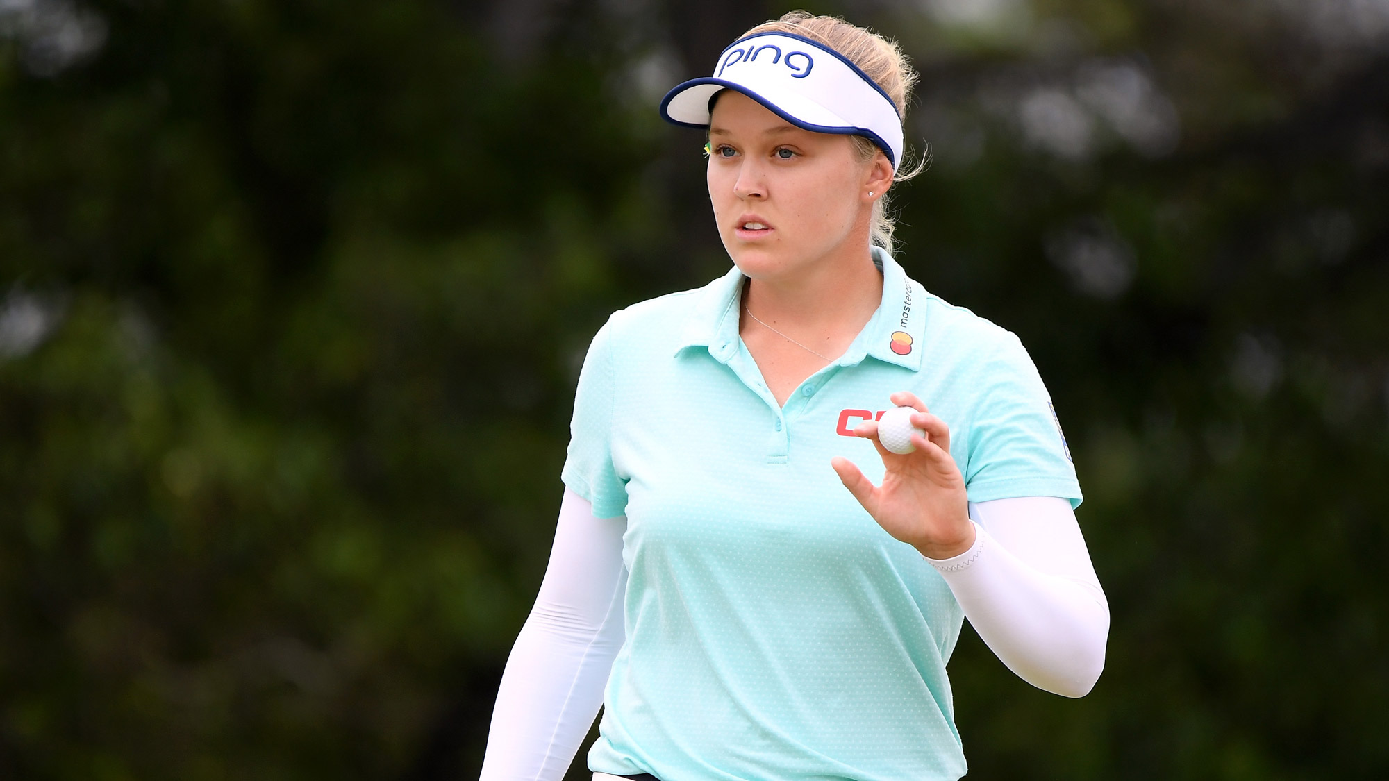 Brooke Henderson Acknowledges Crowd in Final Round