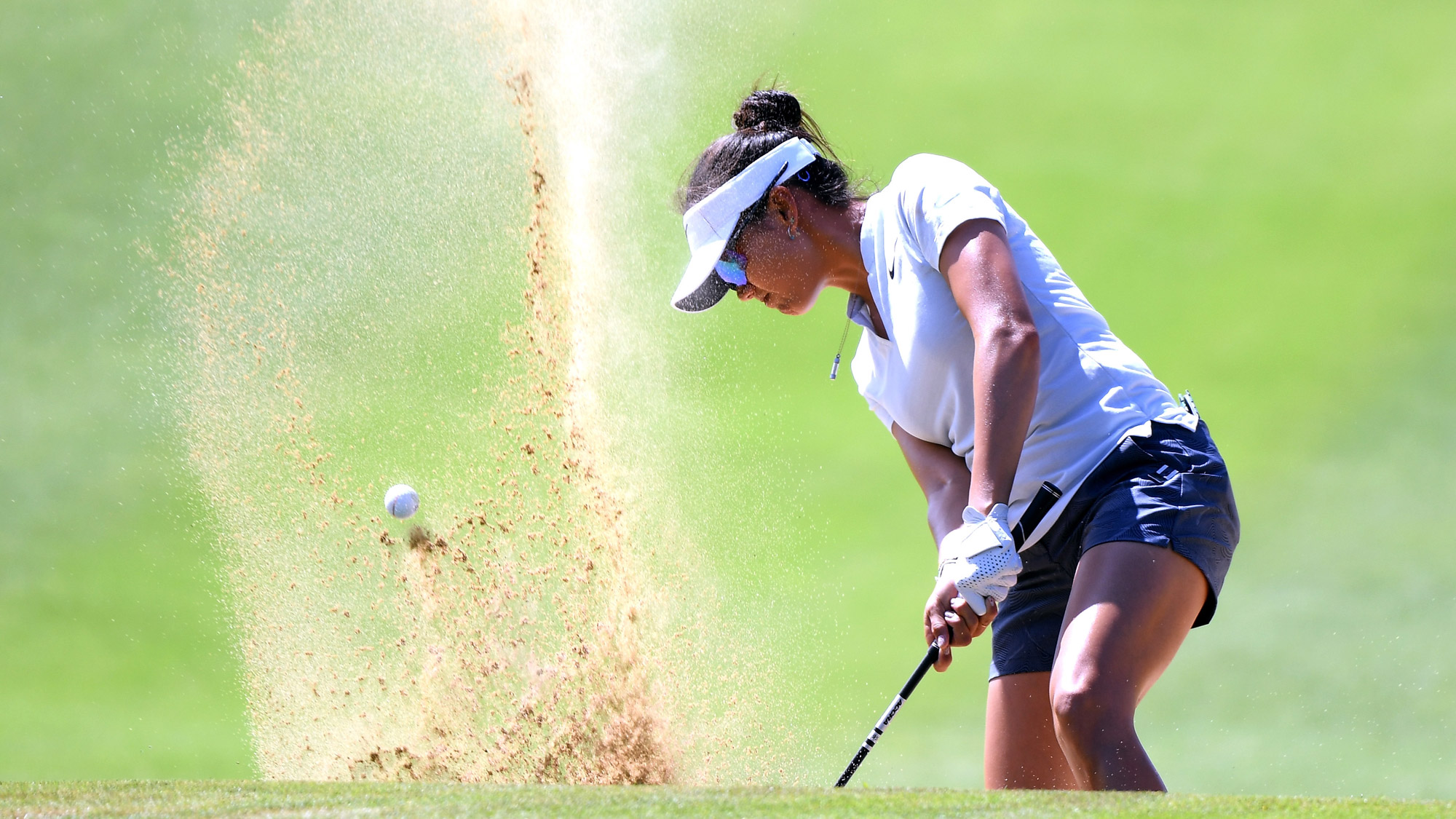 Jessy Tang Swings to Get Out of Bunker in Hawaii