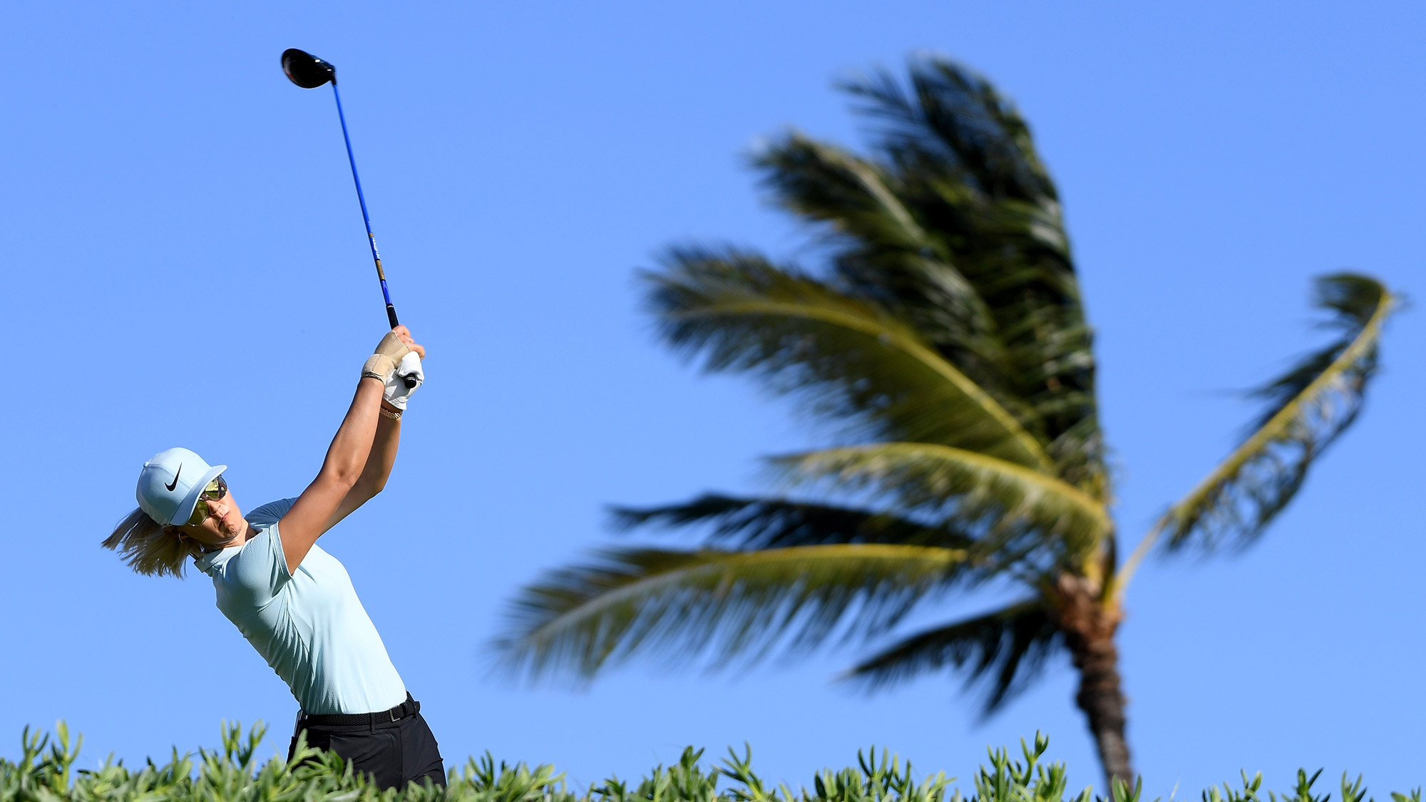 Wie Battles Windy Conditions in Hawaii