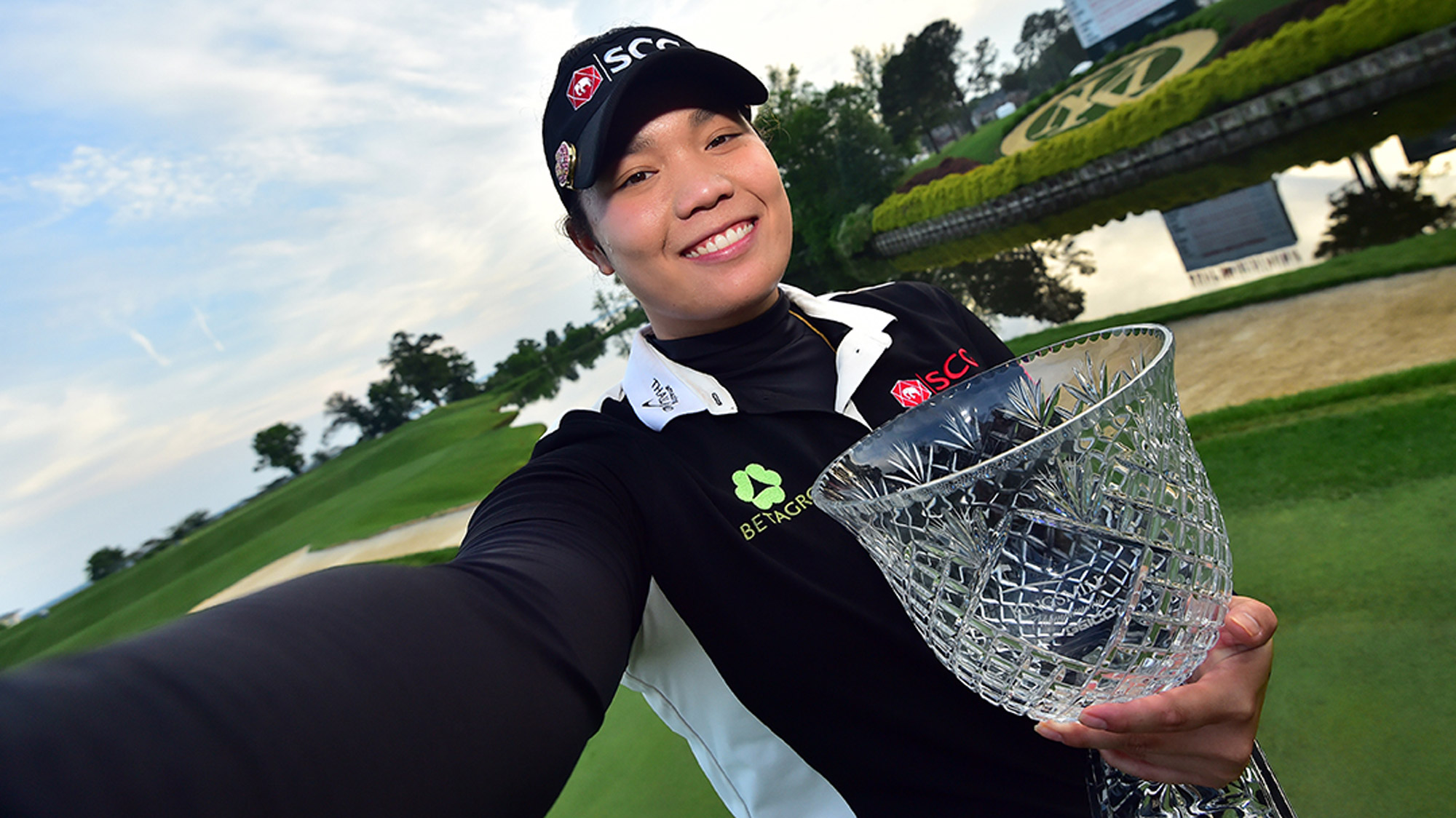 Ariya Jutanugarn Takes a Selfie with the Trophy