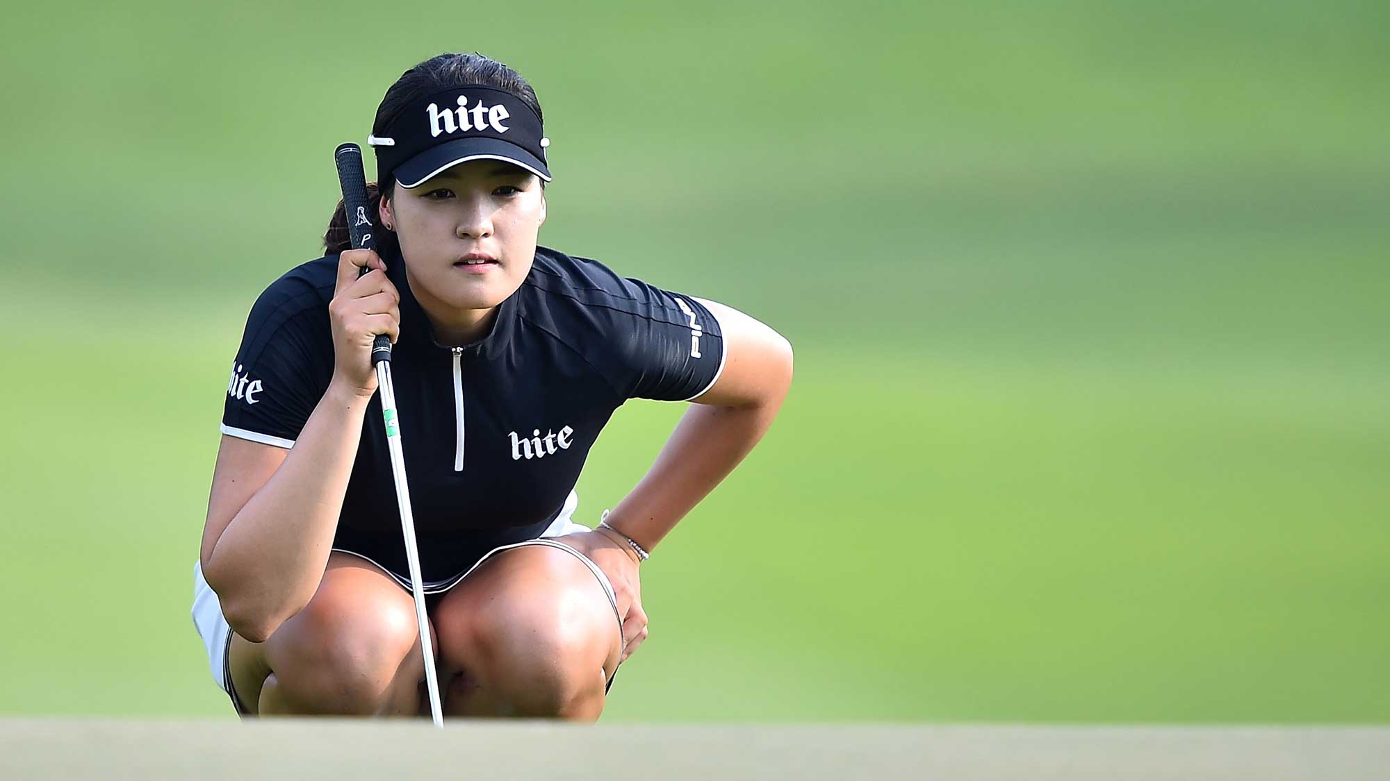 In Gee Chun lining up at putt at the 2016 Honda LPGA Thailand