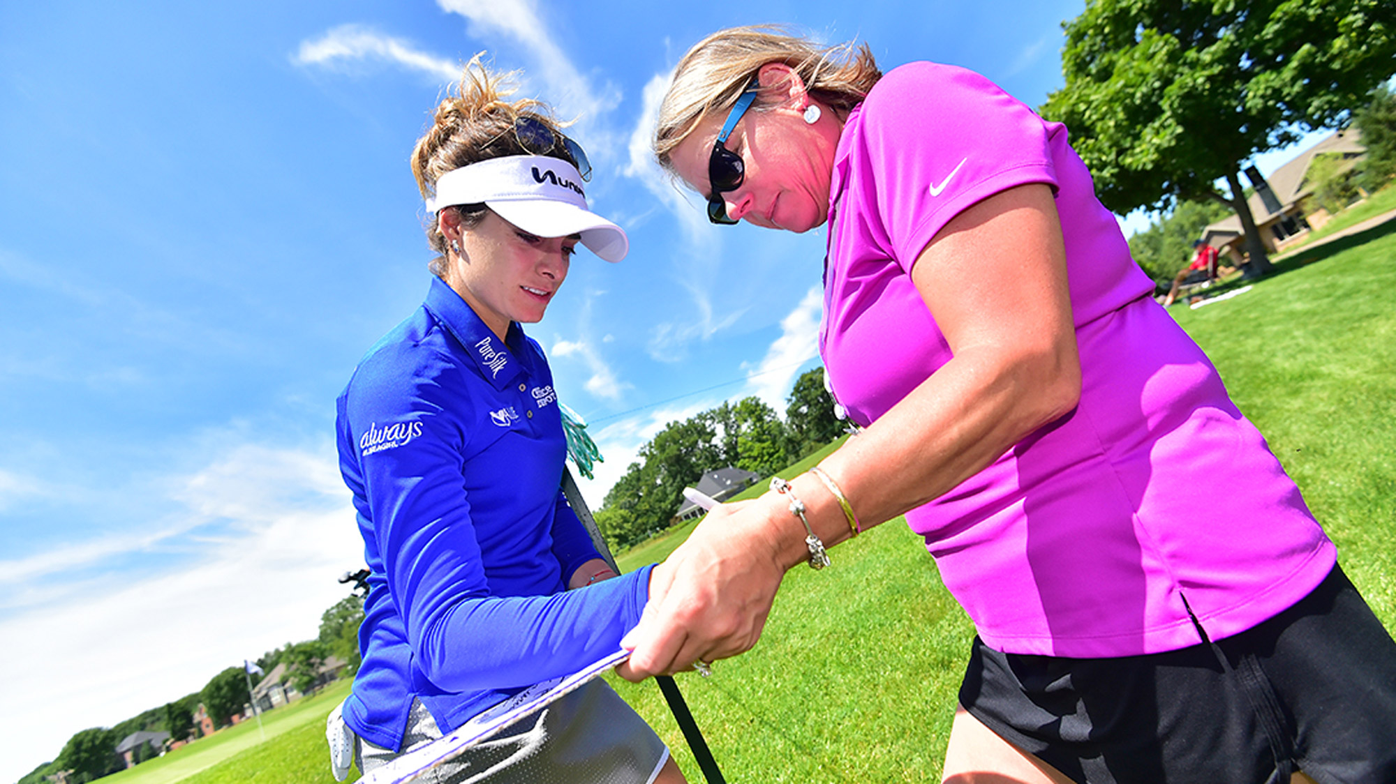 Gaby Lopez Signs a Autograph at the Thornberry Creek LPGA Classic