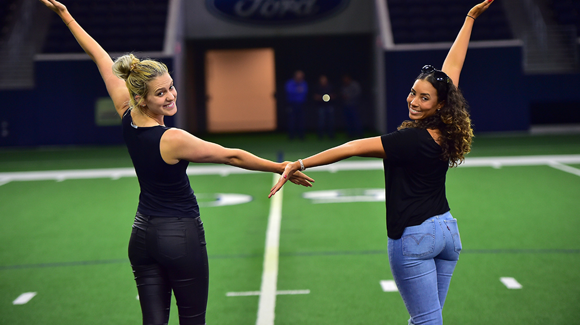 Cheyenne Woods and Olafia Kristinsdottir Visit The Star in Frisco