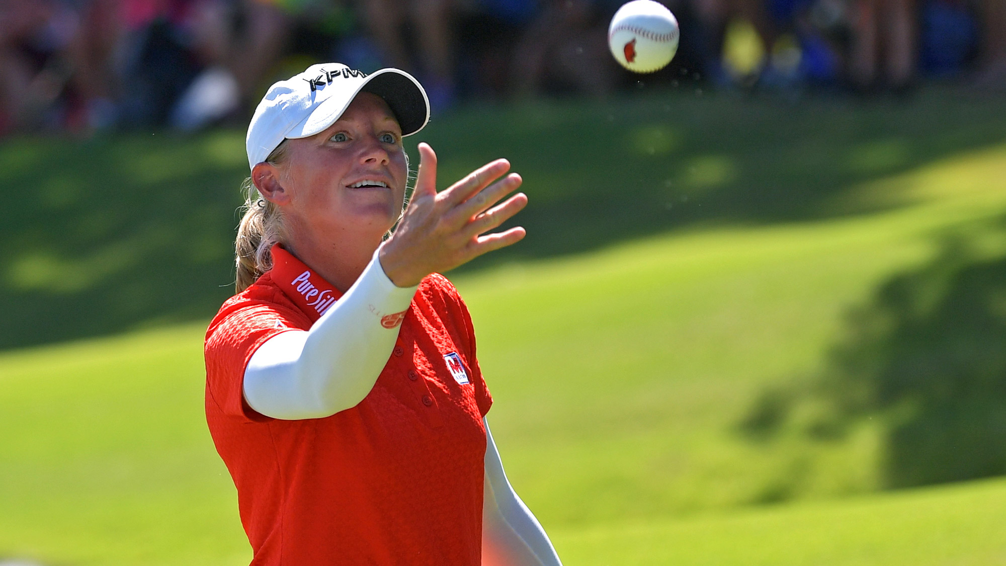 Stacy Lewis Throws a Foam Ball into the Crowd