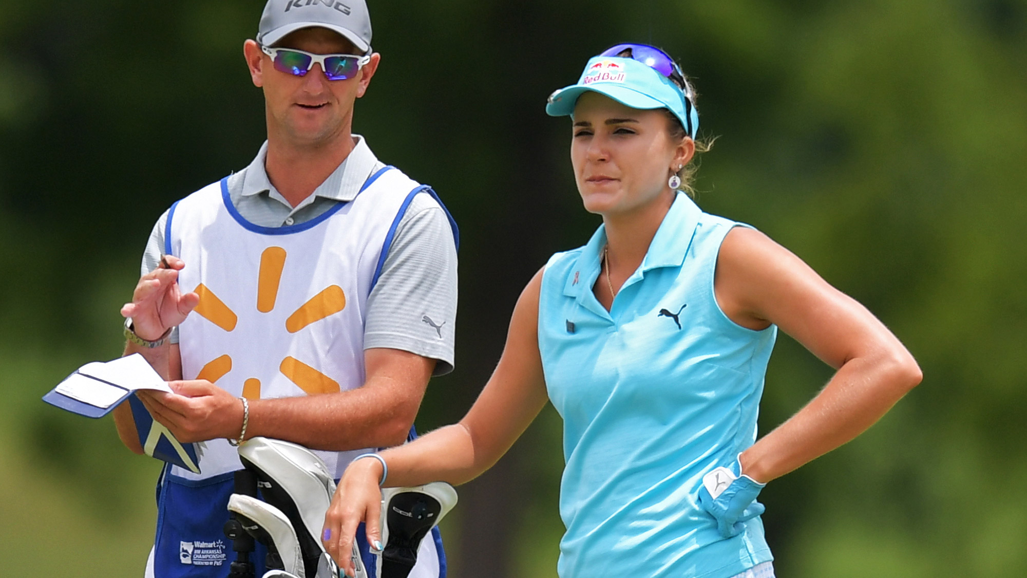 Lexi Thompson Decides on a Club at the Walmart NW Arkansas Championship